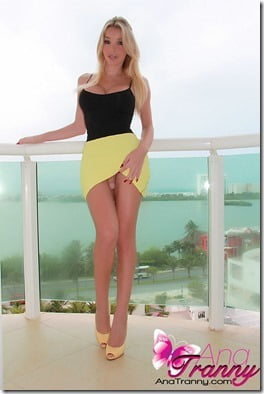 ana-tranny-balcony-beauty-02